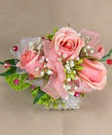 Peach Sweetheart Rose Wirstlet