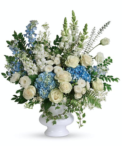 A grand bouquet of exquisite white and blue blooms reminiscent of clear skies.