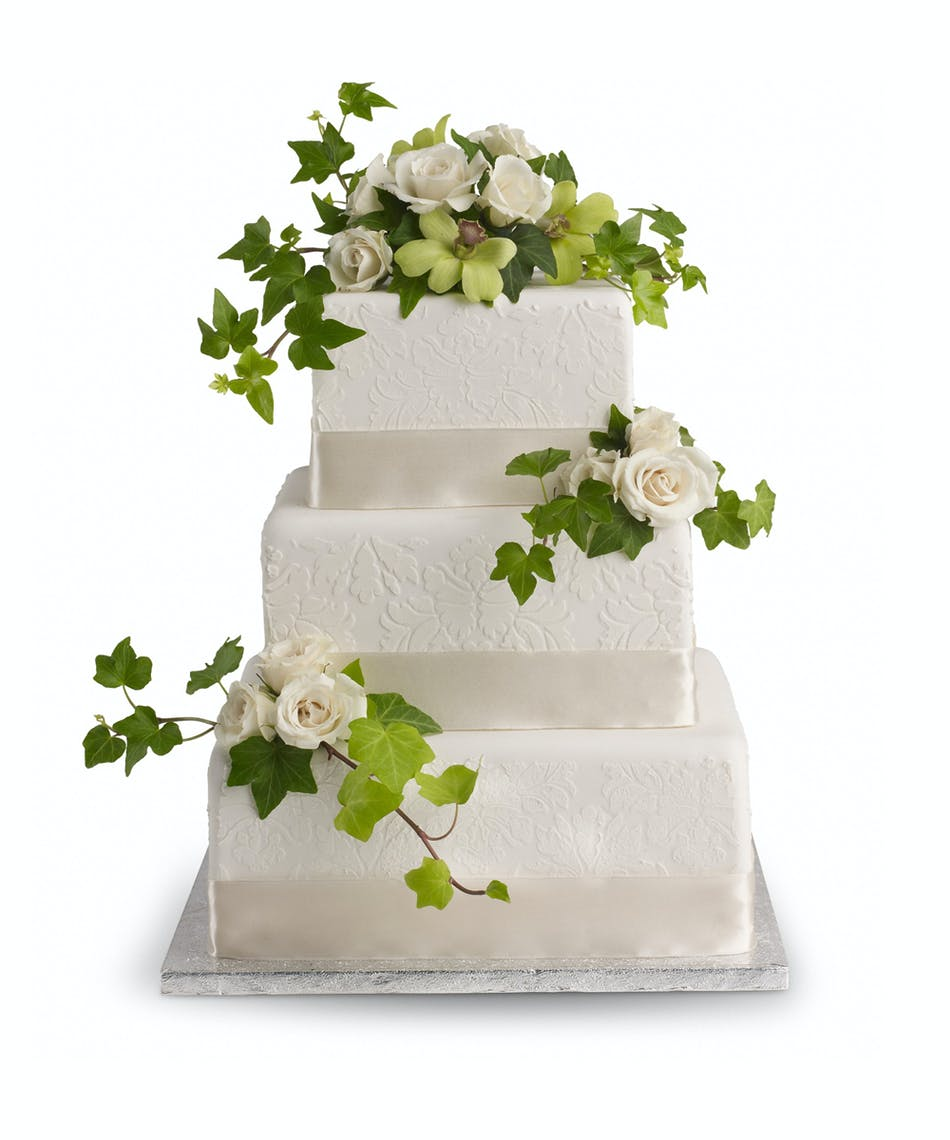 Roses and Ivy Cake Decoration: A classic combo of cloud-white roses ...